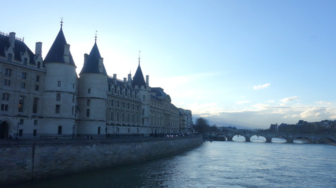 Home - Conciergerie.jpg